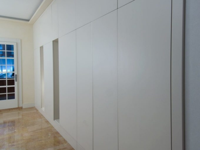 Lacquered wall wardrobe