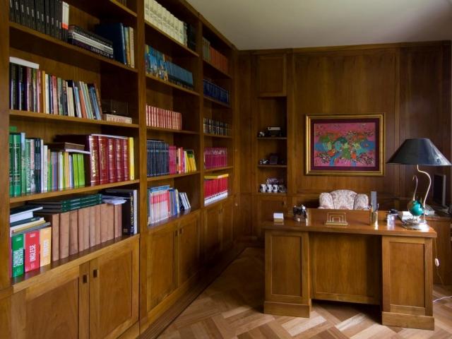 Study corner in walnut