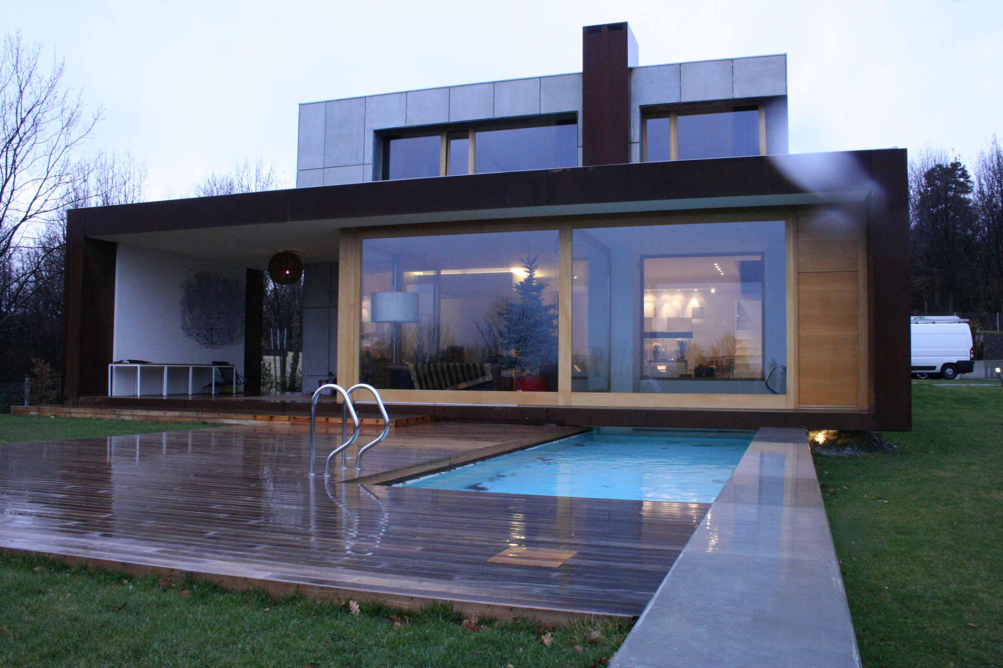 Rivestimenti in legno per esterni for Ville moderne con vetrate