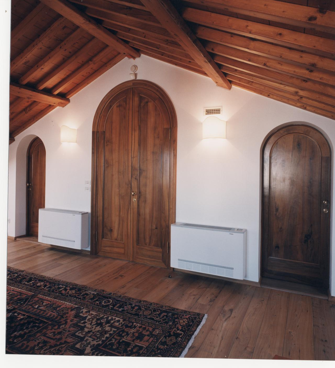 Arched doors in walnut